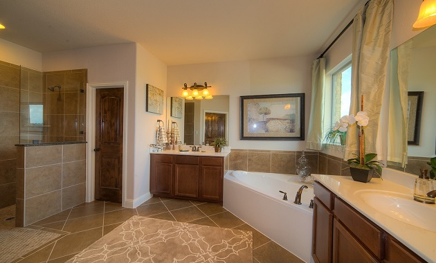 Master Bathroom - The Logan II (3377 Plan)