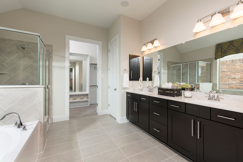 Master Bathroom - The Asherton (Design 2108)