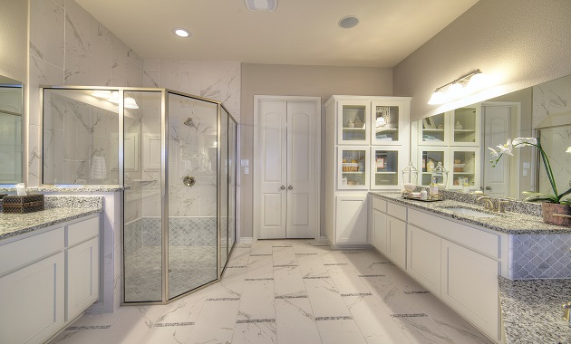 Master Bath - The Greystone (3207 Plan)