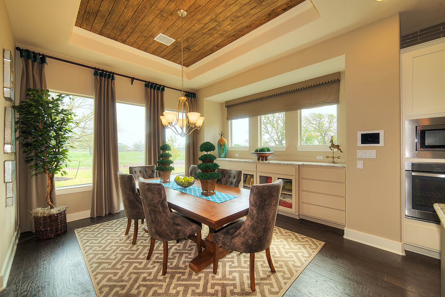 Dining Area - The Laguna (2583 Plan)