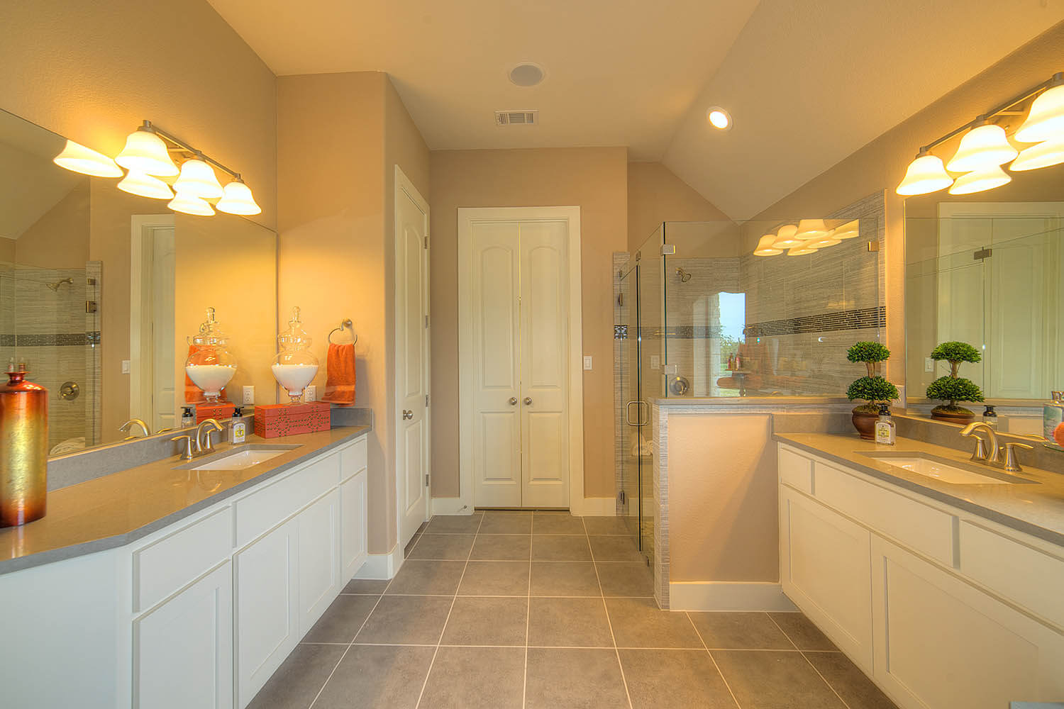 Master Bathroom - The Laguna (2583 Plan)