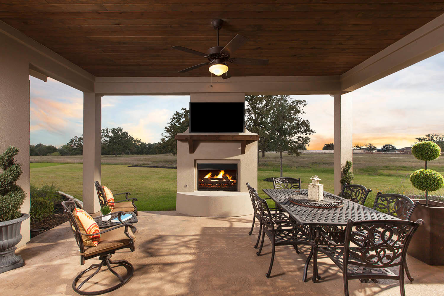 Covered Patio - The Laguna (2583 Plan)