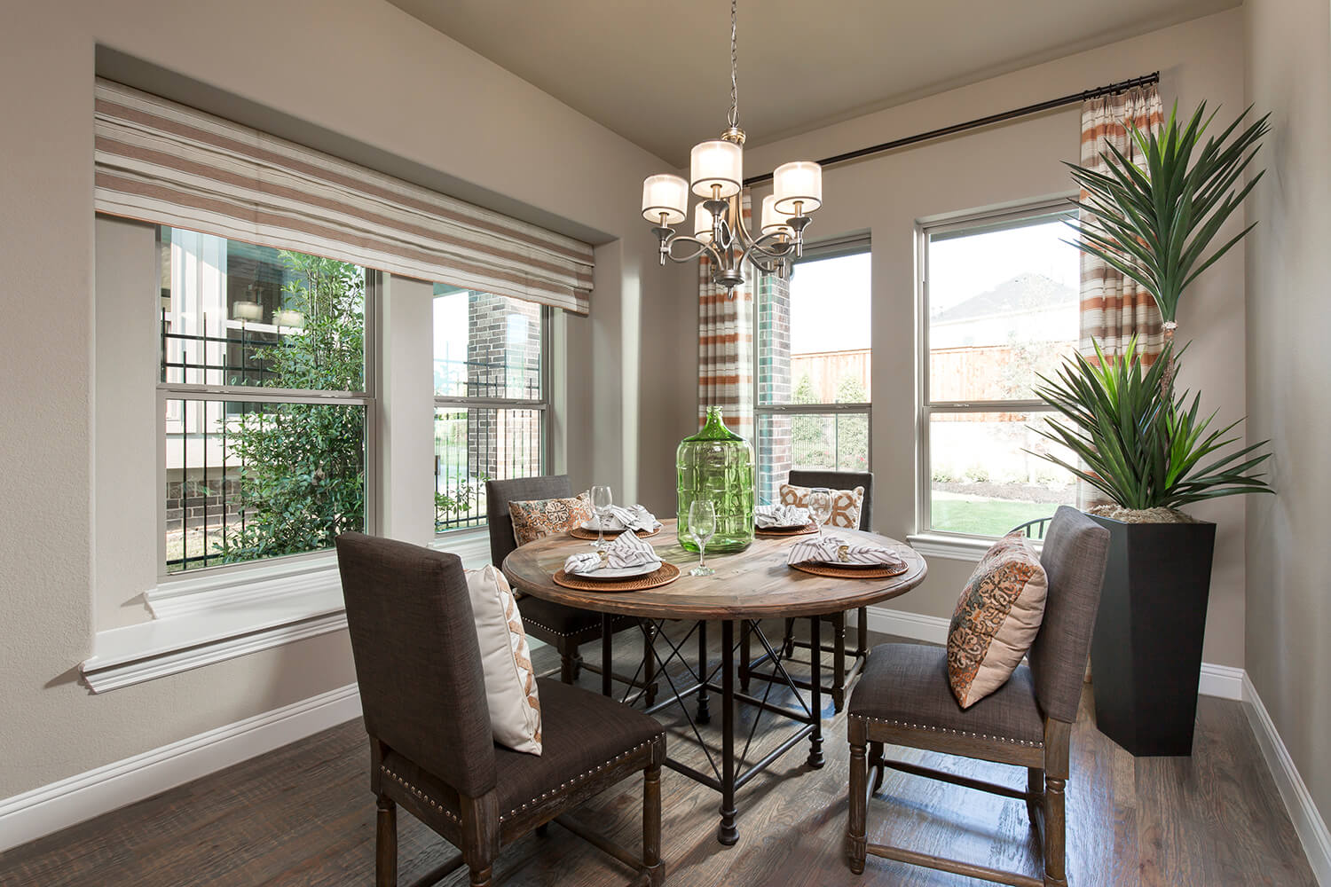 Breakfast Nook - The Navarro Mills (3218 Plan)