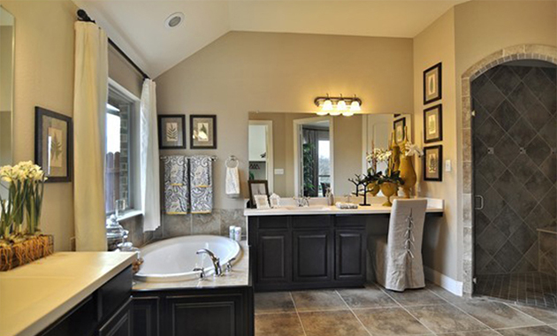 Master Bath - The Kilgore (2153 Plan)