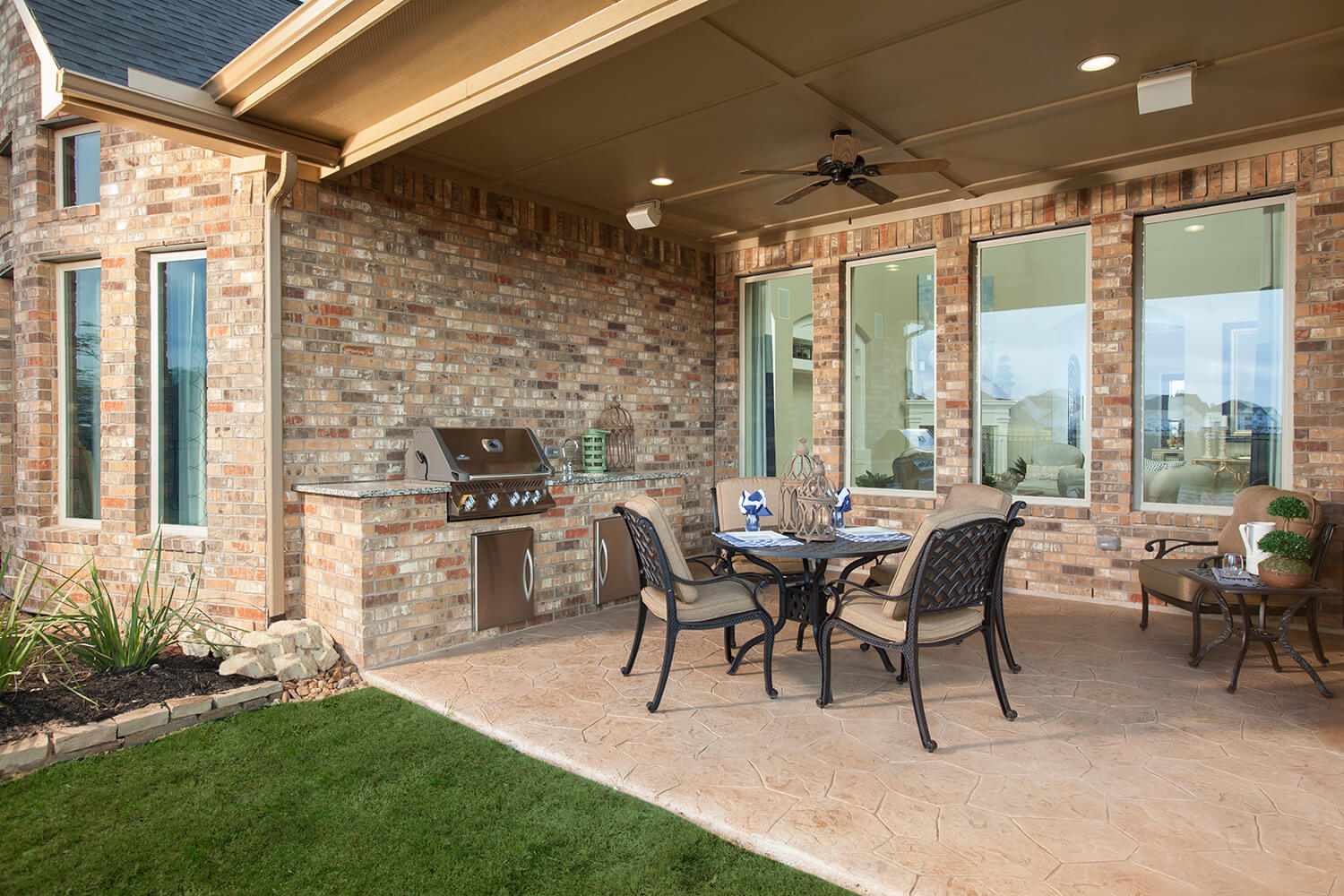 Covered Patio/Outdoor Kitchen - The Whitney (5960 Plan)