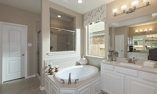 Master Bathroom - Oakhurst (6489 Plan)