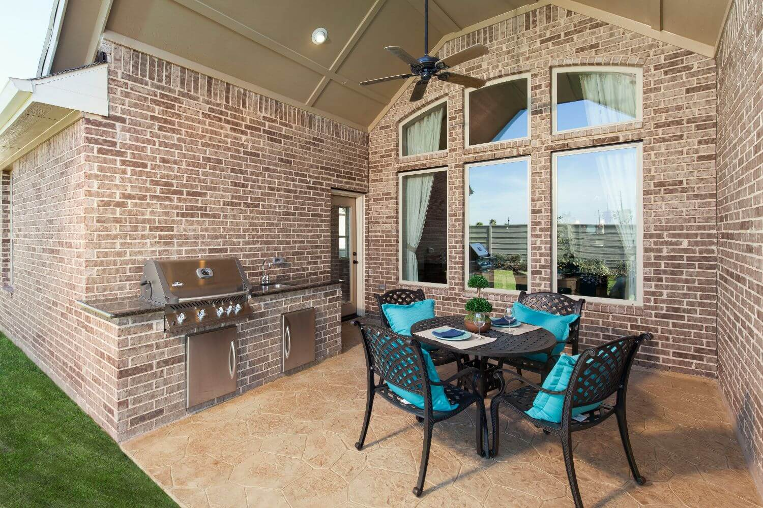 Covered Patio - The Miami III (5961 Plan)