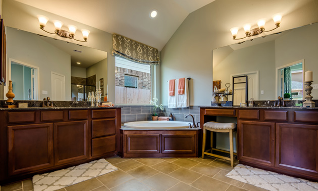 Master Bathroom - The Kilgore (5391 Plan)