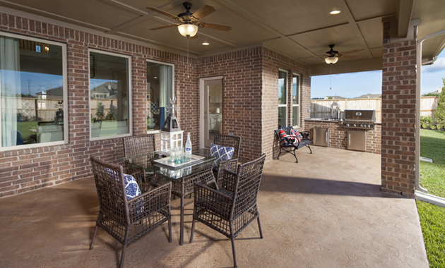 Covered Patio with Outdoor Kitchen - Design 6475