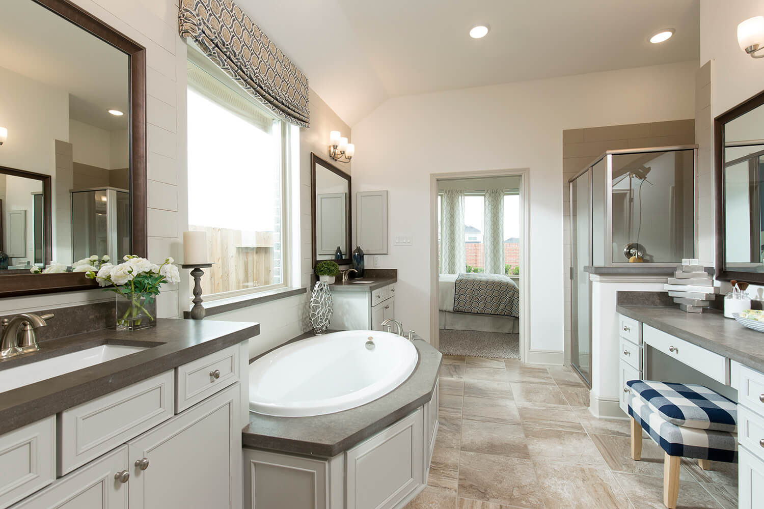 Master Bathroom - Lindsay (6495 Plan)