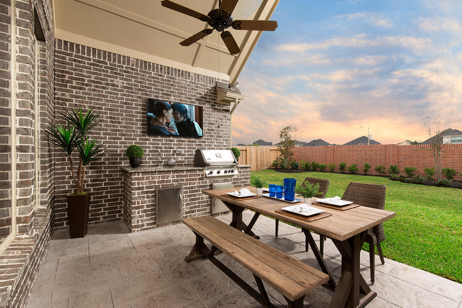 Outdoor Kitchen - Lindsay (6495 Plan)