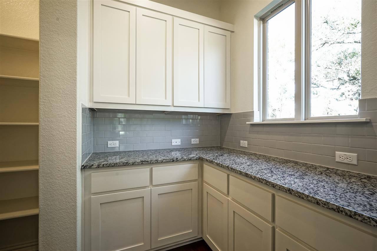 Working Kitchen / Pantry