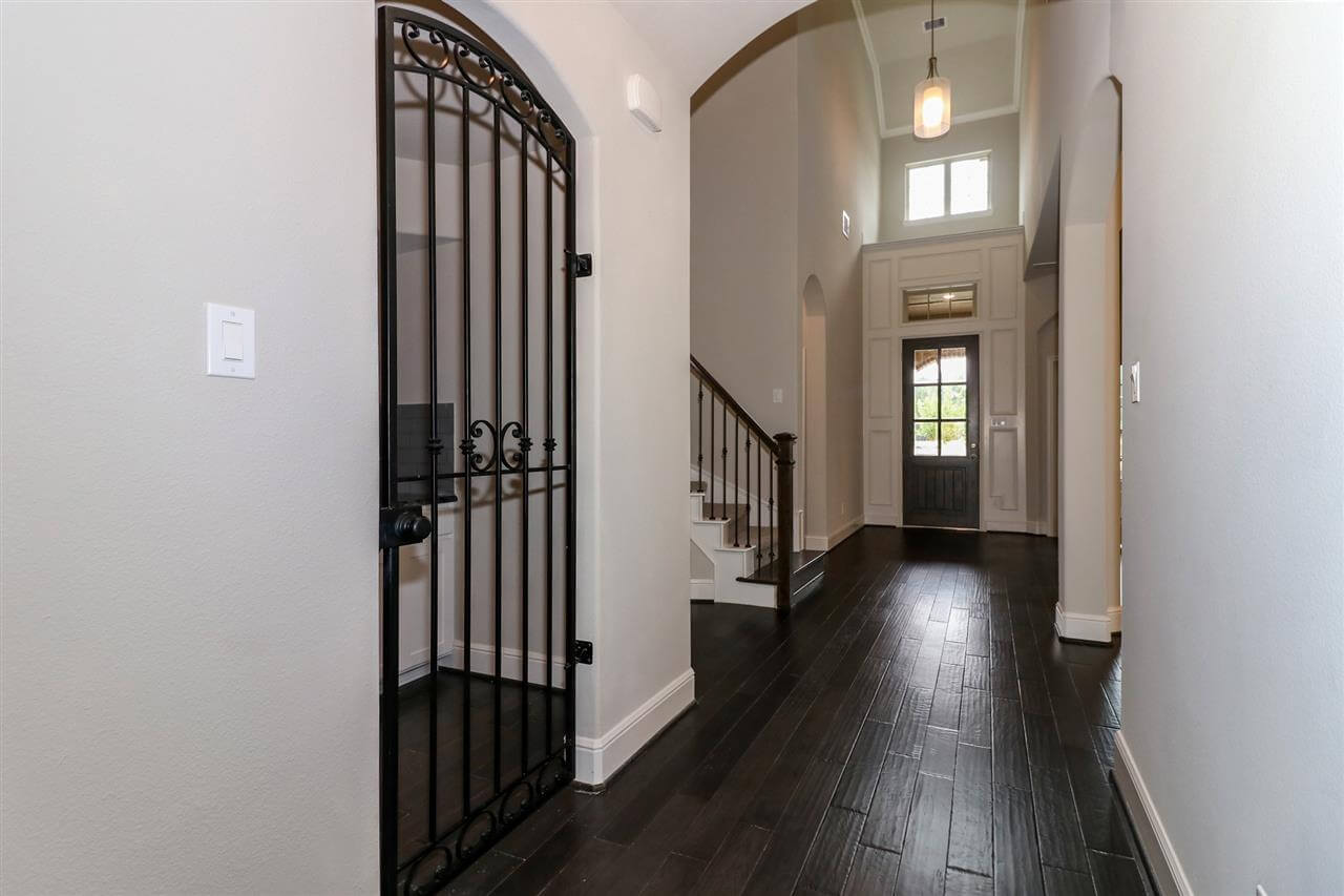Entry / Wine Room