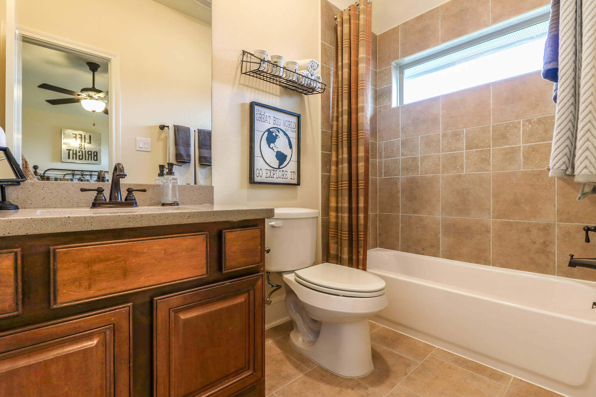 Secondary Bathroom - Design 7304