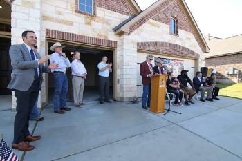 Wilshire Homes Holds Dedication Ceremony for Married Vets